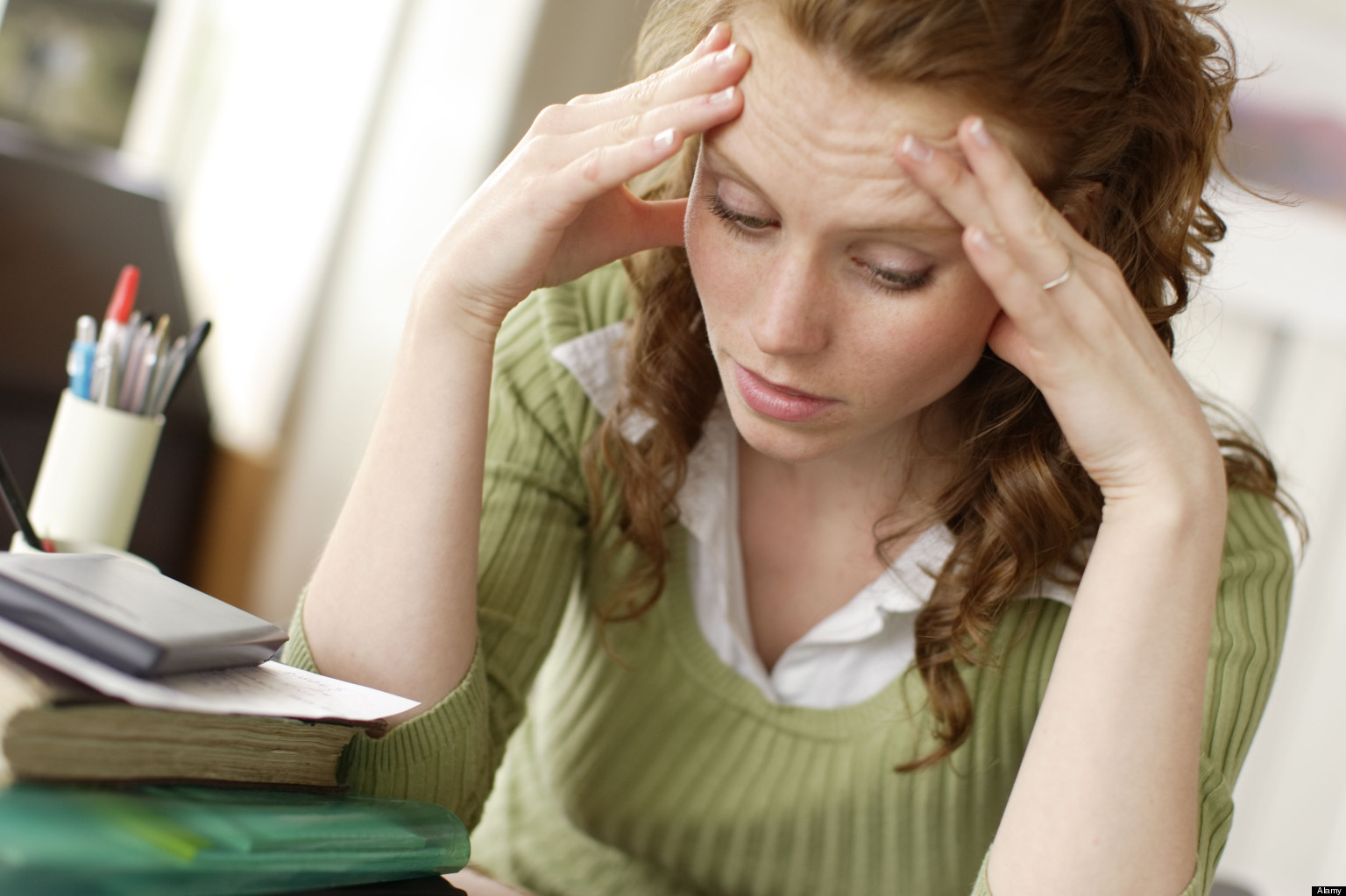 Zestresowana kobieta /Ilustracja do tekstu: Przewlekły stres a ryzyko raka