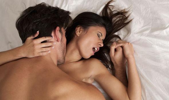 Para w łóżku /Ilustracja do tekstu: Jak zaplanować płeć dziecka: metoda Shettlesa