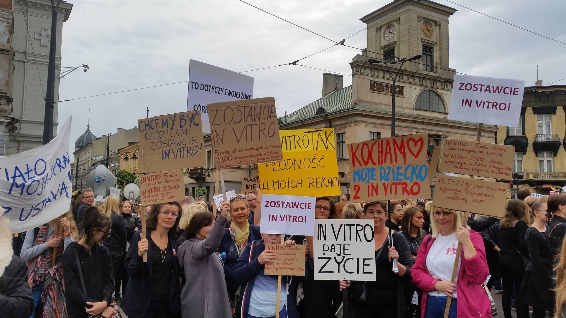 Łódź protest kobiet Zostawcie IN VITRO