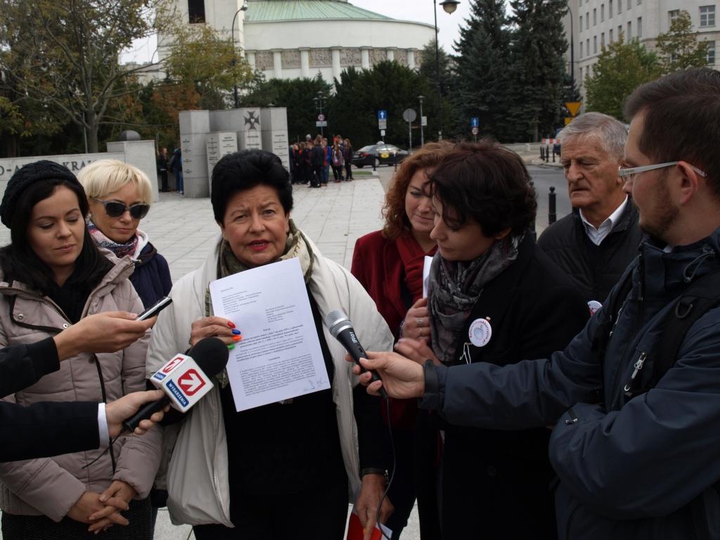 SLD Senyszyn przedstawia projekt ustawy w której in vitro ma być refundowane