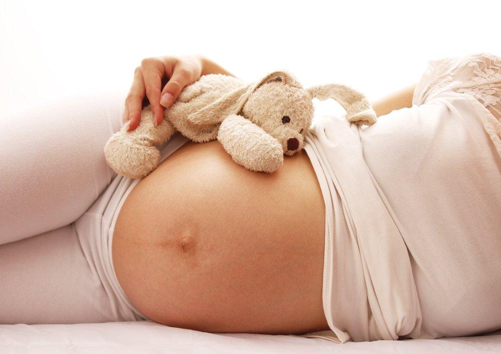 Kobieta z brzuchem ciążowym