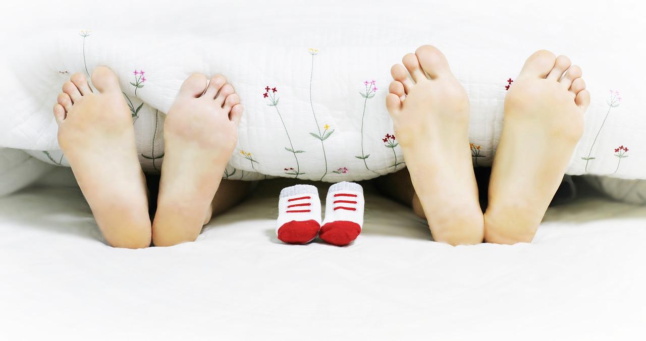 Para i dziecko /Ilustracja do tekstu: Program prokreacyjny: kto skorzysta a kto nie? Niełatwe leczenie niepłodności