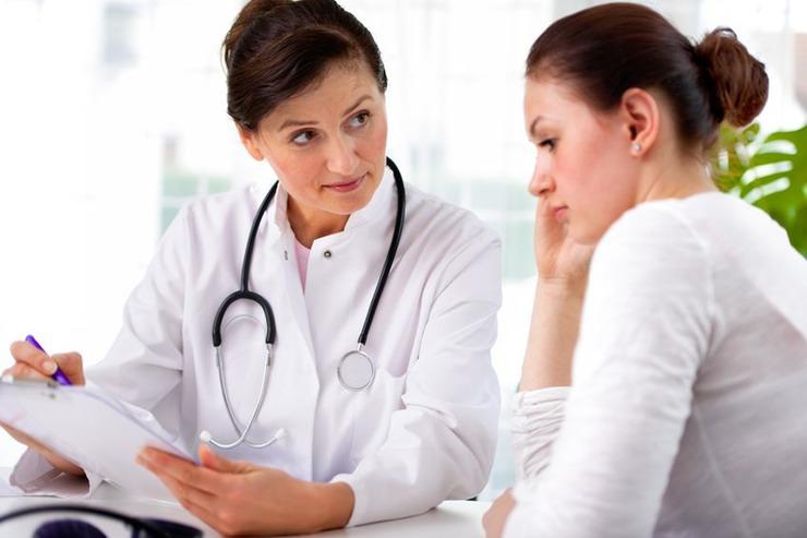Kobieta podczas wizyty u lekarza /Ilustracja do tekstu: Hormon FSH