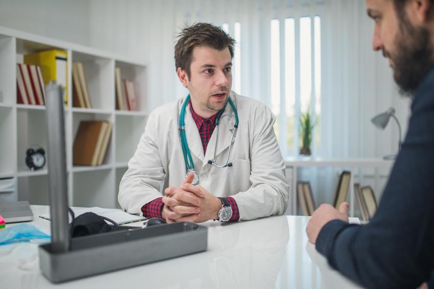 Lekarz przyjmuje pacjenta