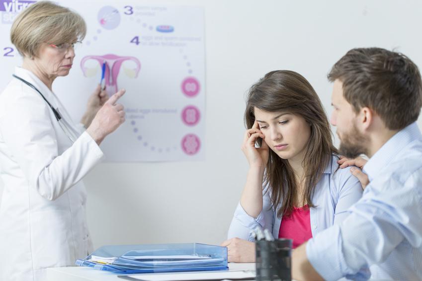 Para podczas wizyty lekarskiej u ginekologa