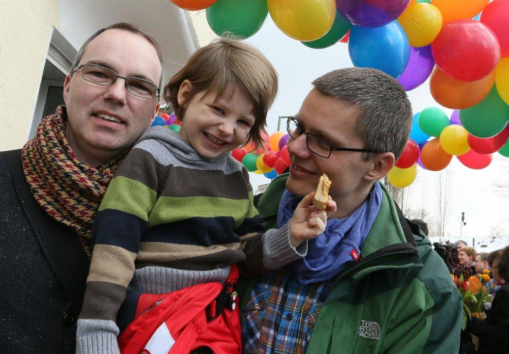 Michael i Kai Korok wraz z synem Maximilianem / fot. Twitter - @ thelocalgermany