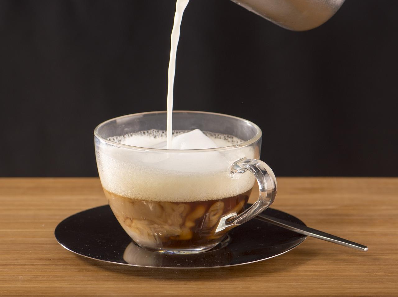 kawa z kobiecym mlekiem
