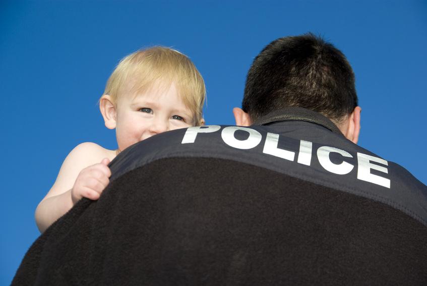 Policjant adoptował dziecko bezdomnej narkomanki
