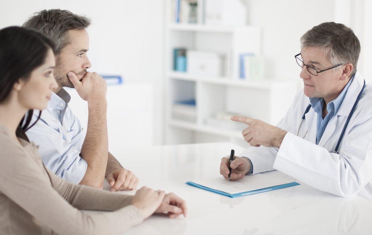 Do sądu o in vitro / Projekt zmiany ustawy o in vitro/Na zdjęciu: Zmartwiona para u lekarza