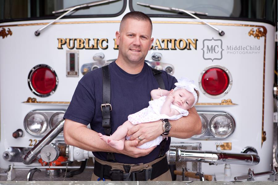Strażak uratował dziewczynkę, później ją adoptował.
