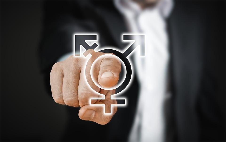 Mężczyzna wskazujący palcem /Ilustracja do tekstu: Test płodności dla mężczyzn/ Produkcja plemników