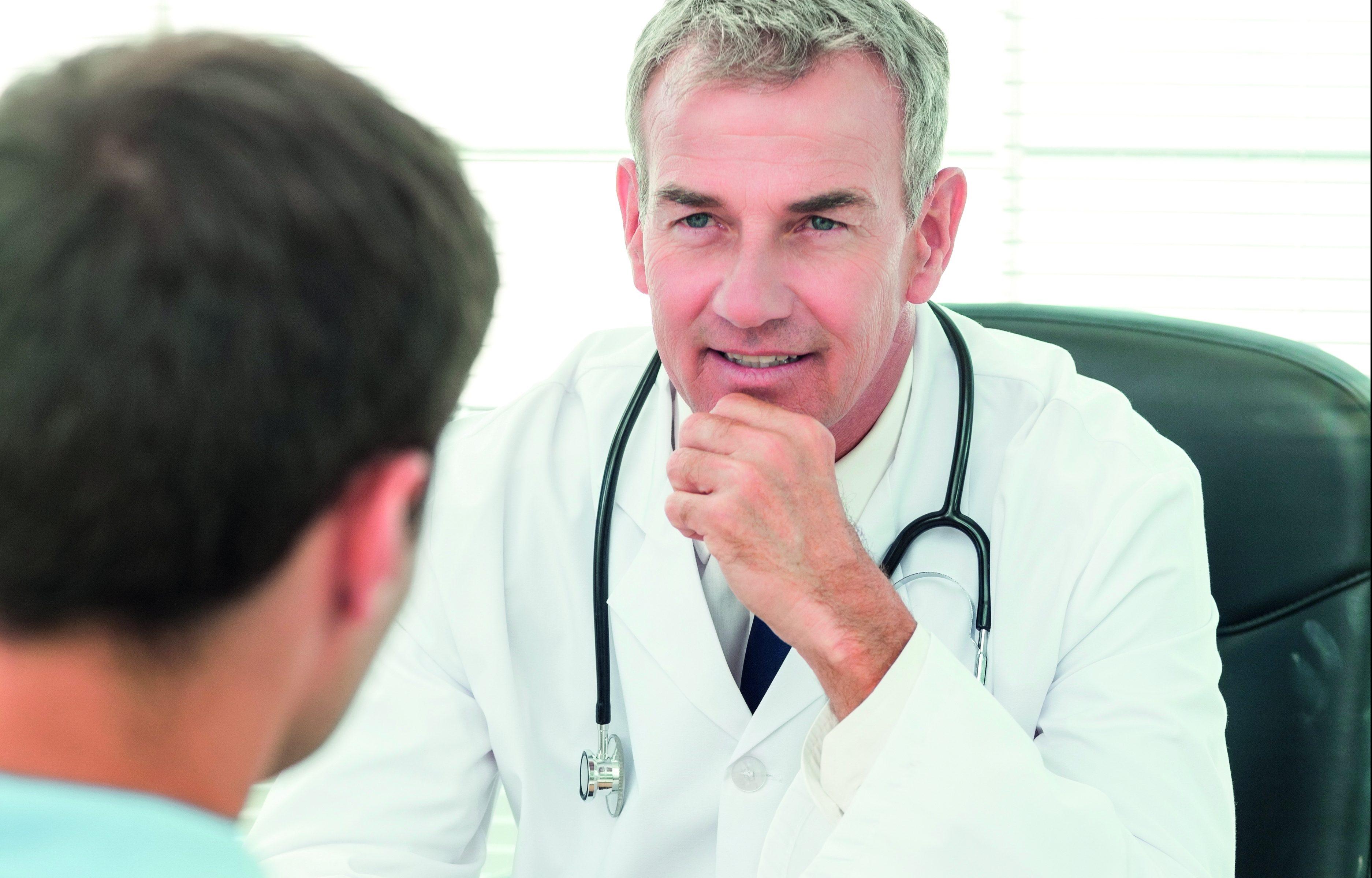 Mężczyzna u androloga. /Ilustracja do tekstu: Klinika InviMed zaprasza na warsztat o poprawie męskiej płodności