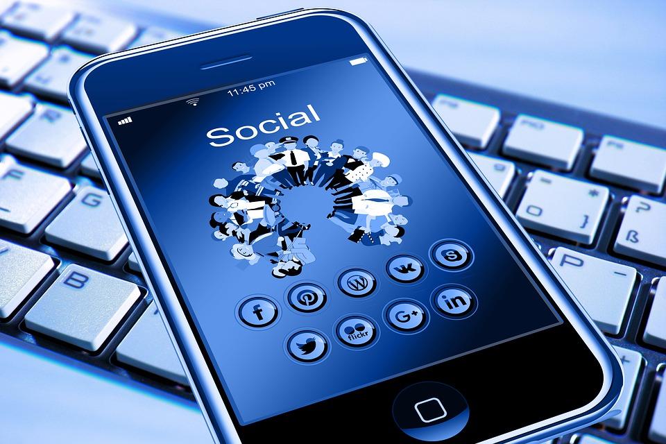 Telefon komórkowy, a w niej: aplikacja mobilna