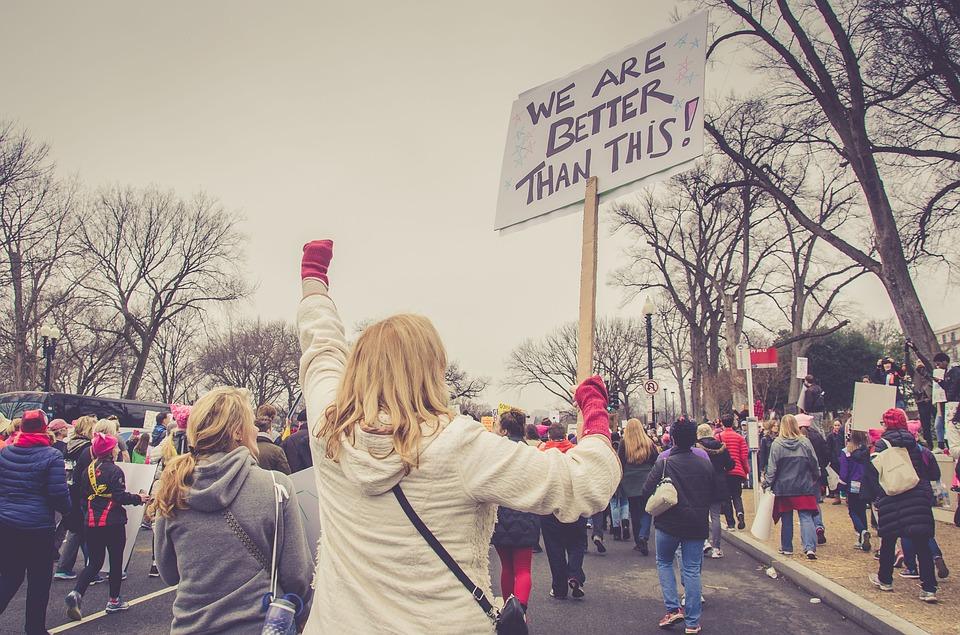Kobiety maszerują w ramach protestu /Ilustracja do tekstu: Manifa przejdzie polskimi ulicami