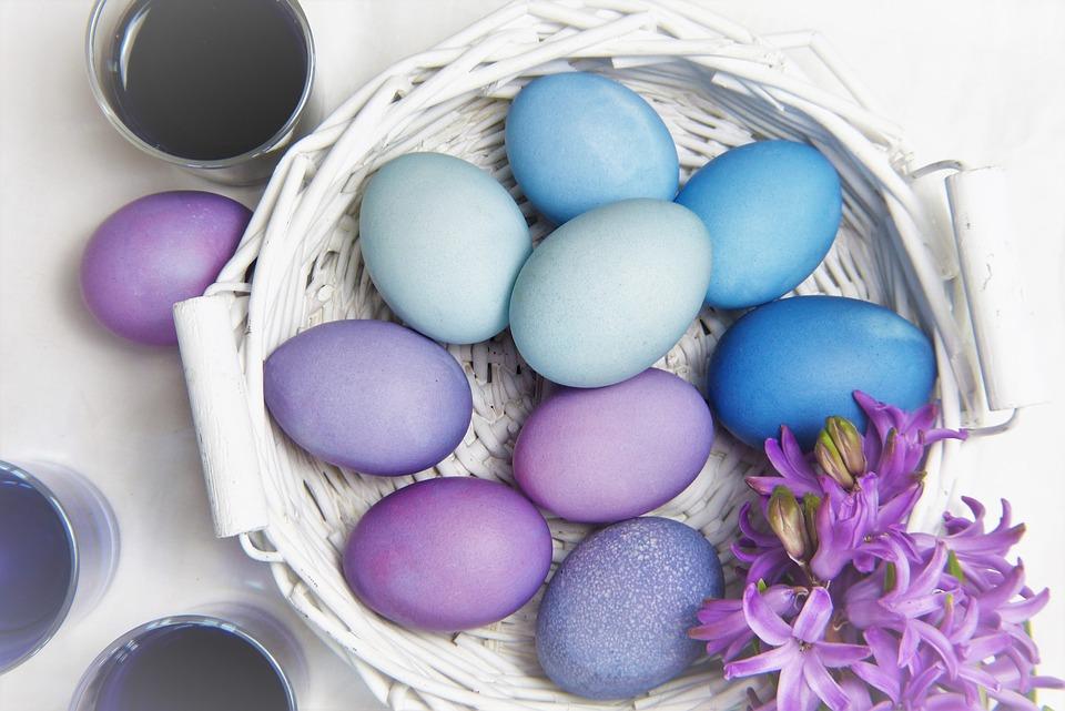 Pisanki w koszyku /Ilustracja do tekstu: Wielkanocne obrzędy na płodność