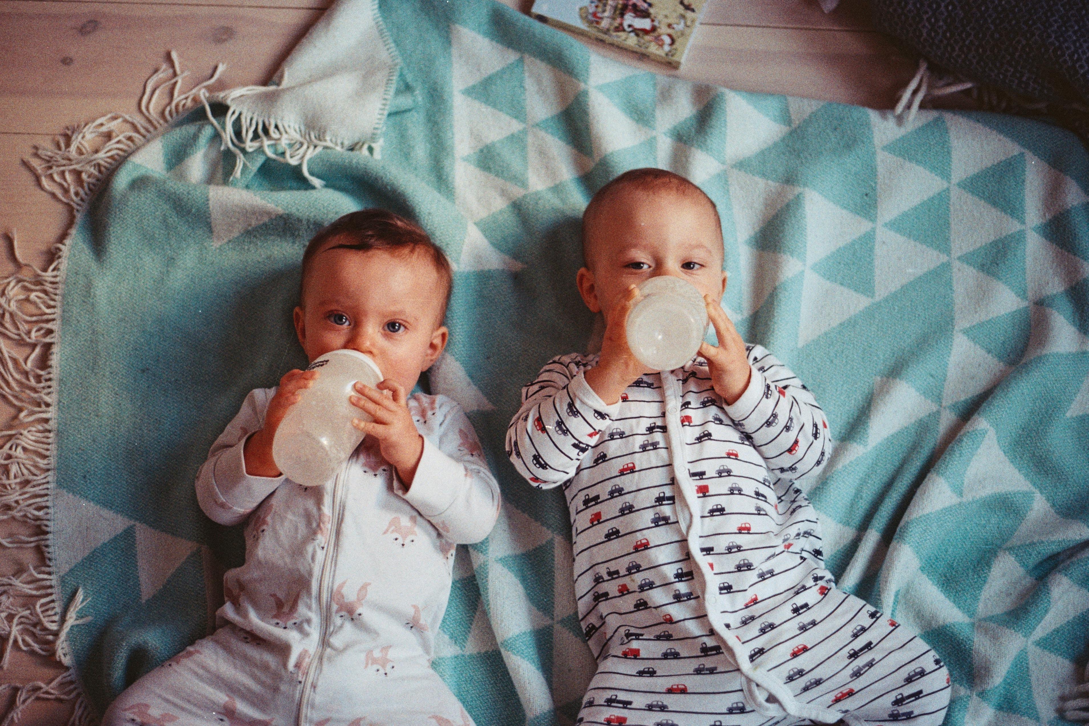 Bliźnięta poczęte dzięki in vitro mają dwóch ojców