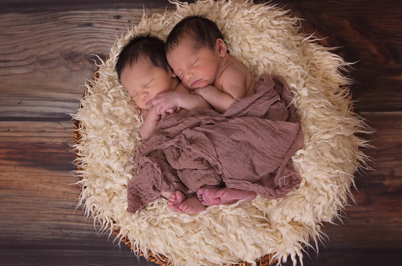 Niezwykłe bliźniaki z Brisbane – 2 plemniki zapłodniły 1 komórkę jajową