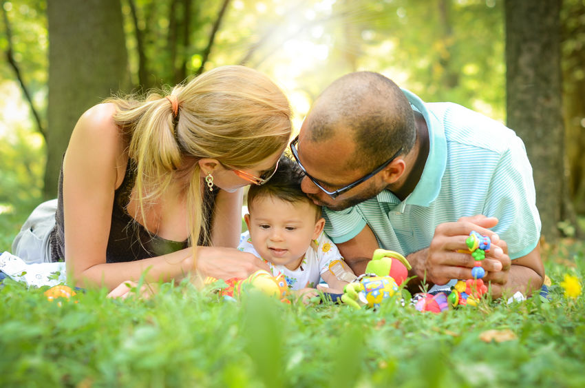 Dlaczego ludzie decydują się na adopcję? Poznaj motywacje adopcyjnych rodziców!