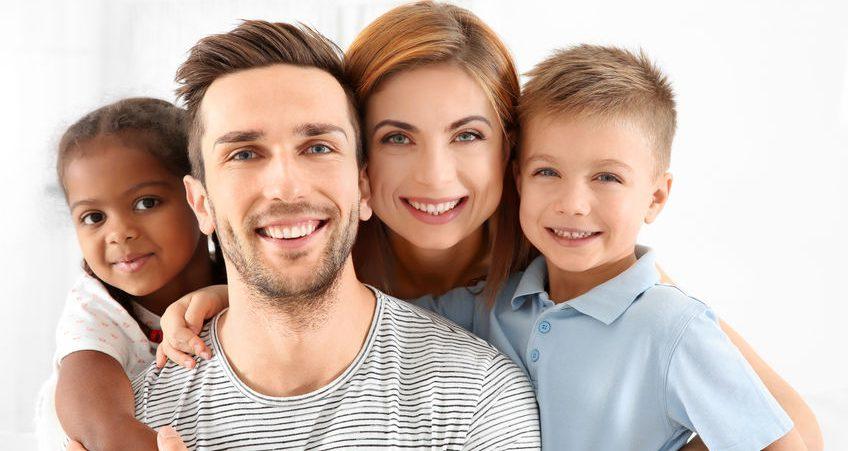 Czy rodzina adopcyjna musi być tego samego wyznania, co rodzina biologiczna dziecka?