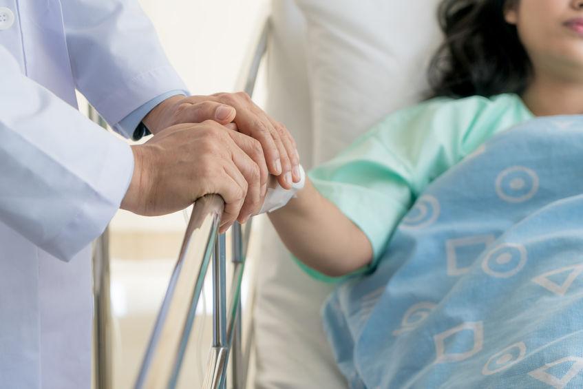 Poronienie – przyczyny, objawy. Czy leczenie in vitro może pomóc?