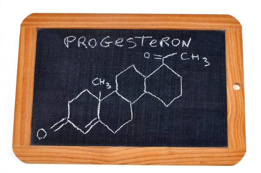 progesteron poród