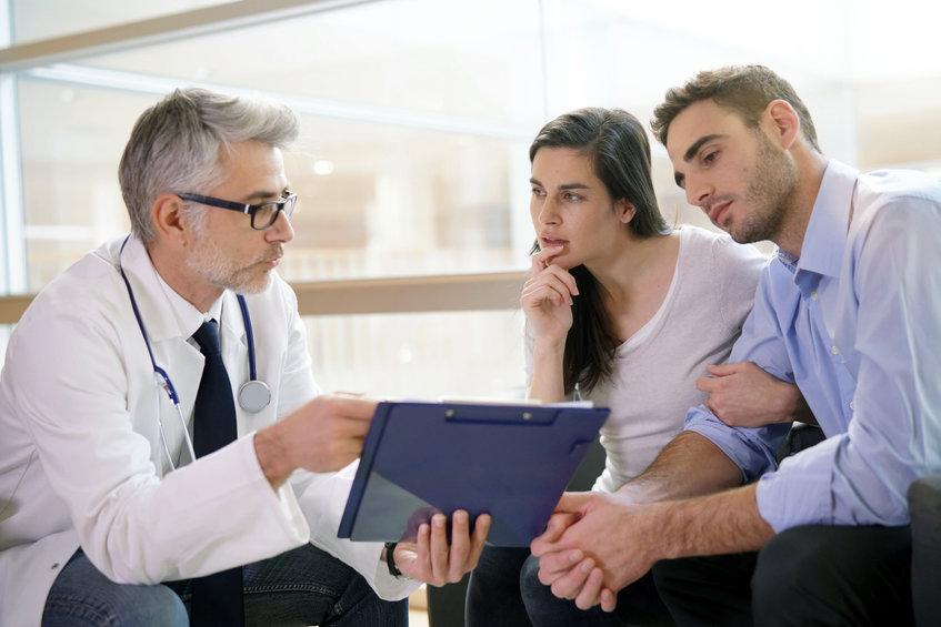 Para u lekarza - na jakich zasadach można uzyskać dofinansowanie in vitro w Warszawie